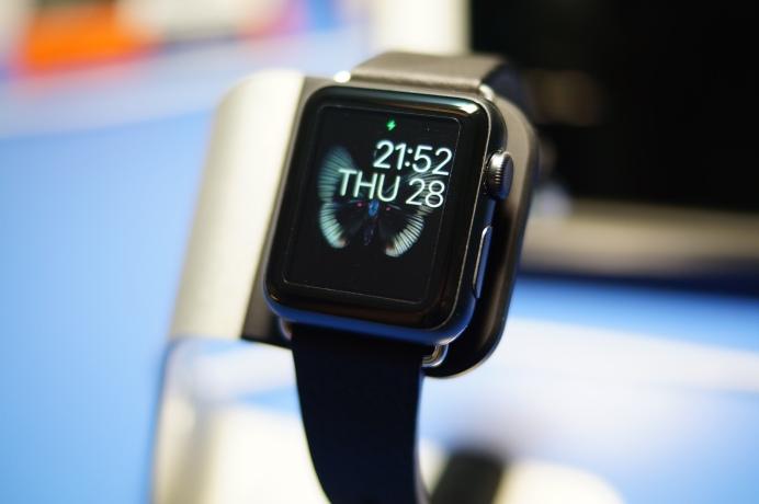 spigen apple watch stand 1