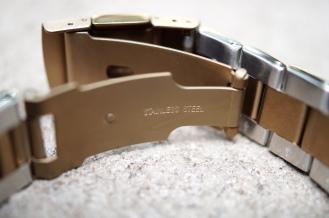 Monowear Gold Metal Link 06