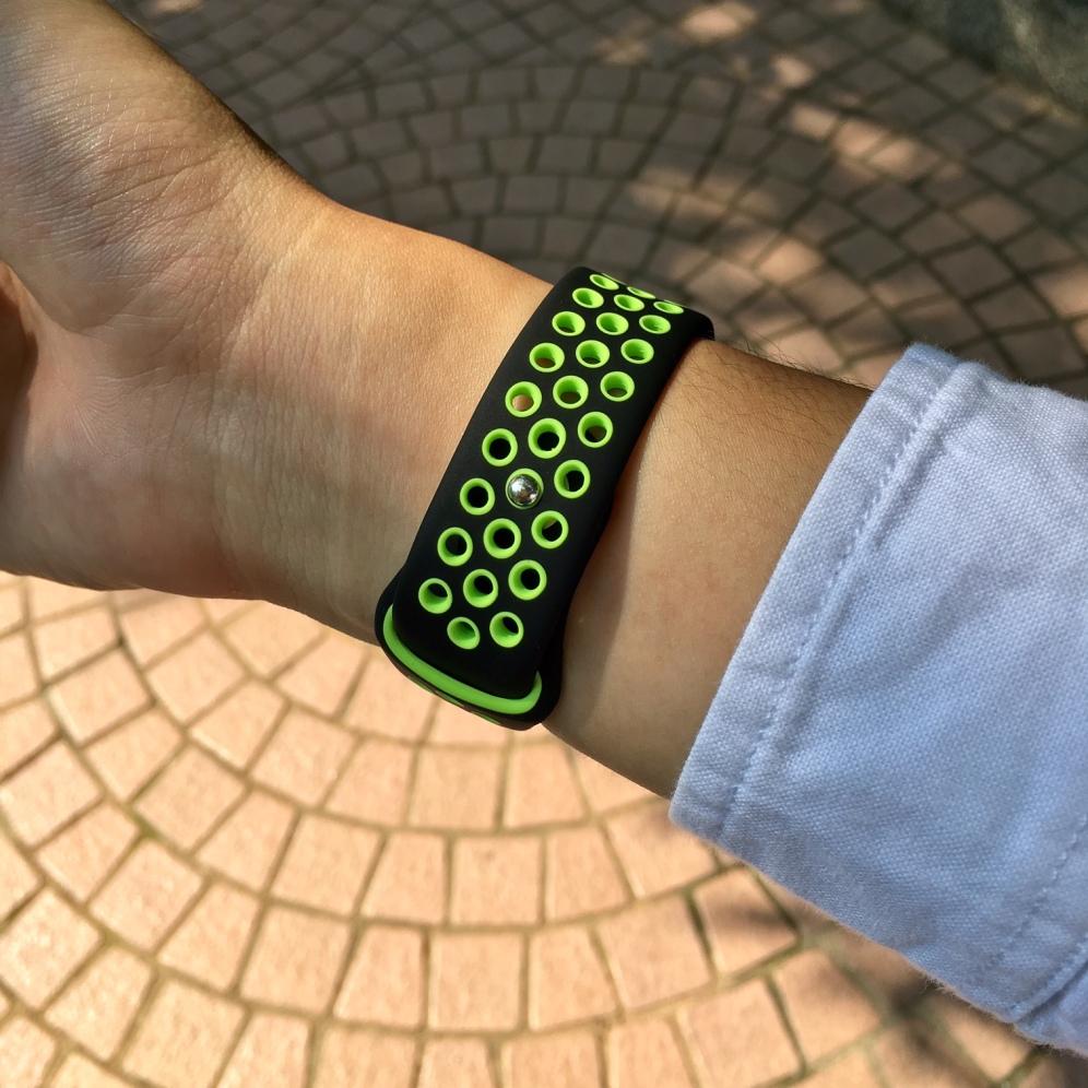 nike-band-black-green-3