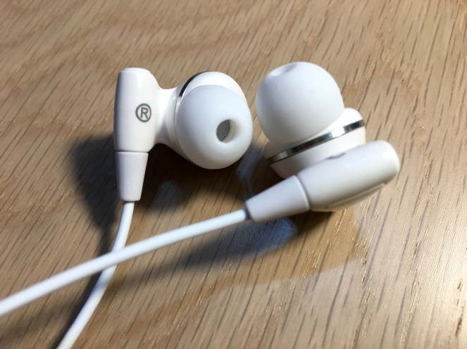 hoco-lightning-earphone-9