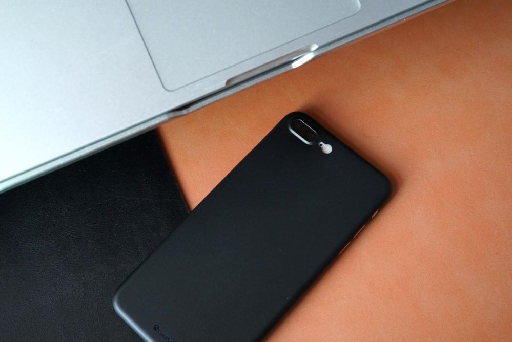 Caudabe iPhone 8 Case 27